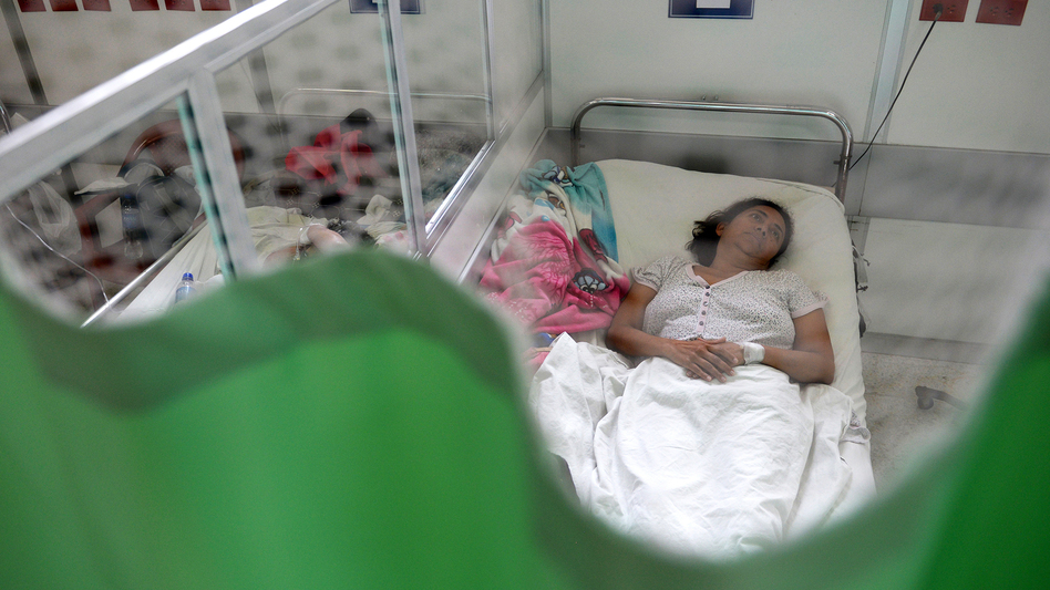 A patient suffering from the Guillain-Barre neurological syndrome recovers in the neurology ward of the Rosales National Hospital in San Salvador, on January 27, 2016. Health authorities have issued a national alert against the Aedes aegypti mosquito, vector of the Zika virus which might cause microcephaly and Guillain-Barre syndrome.