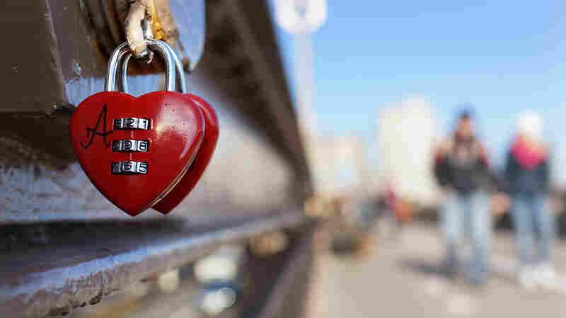 "Valentine's Day in New York: a ""love lock"" on the Brooklyn Bridge."