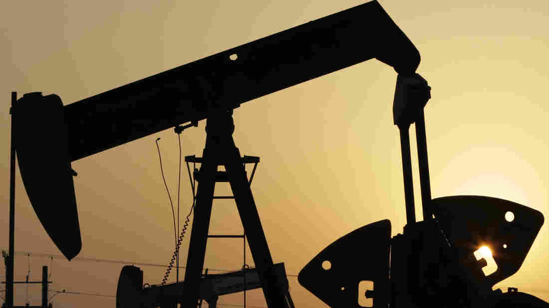 Saudi Arabia, Russia, Qatar and Venezuela have agreed to freeze oil production at January 2016 levels if other producers do the same.The move reflects growing concern among major oil producers about the economic effects of a prolonged slump in crude prices.