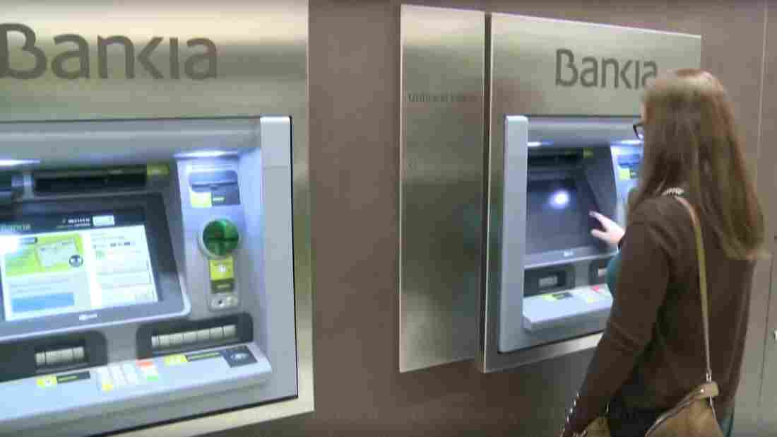 Bankia's new repayment plan is geared toward thousands of small investors who were persuaded to convert their savings accounts into bank shares.