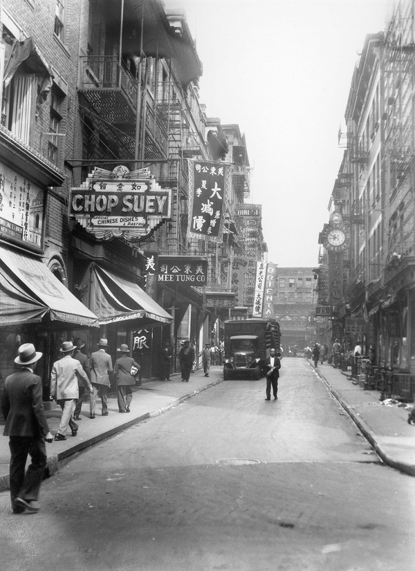 A view of New York City's Chinatown in the 1930s. Between 1910 and 1920, the number of Chinese restaurants in New York quadrupled, and it more than doubled between 1920 and 1930, according to legal historian Heather Lee.