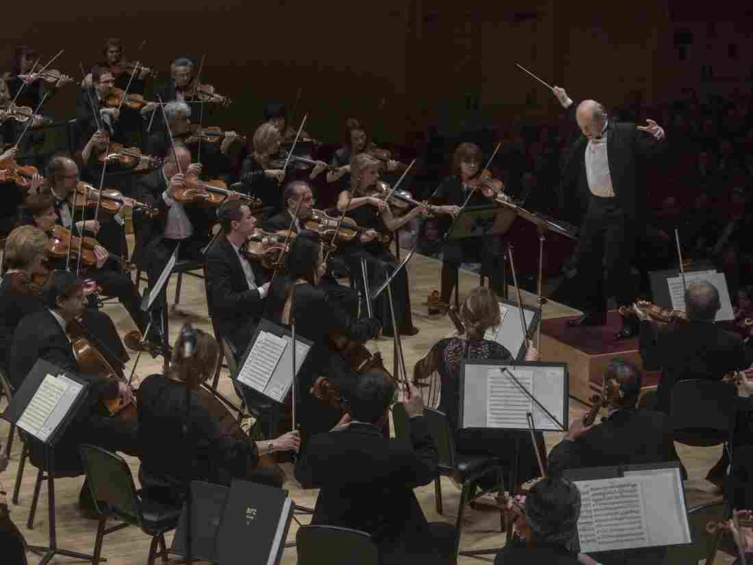 Music director Iván Fischer leading an Budapest Festival Orchestra concert at Carnegie Hall in New York Thursday.