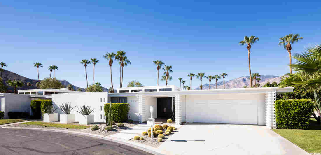 This Palm Springs home is one example of how Krisel used pop-up clerestory windows.