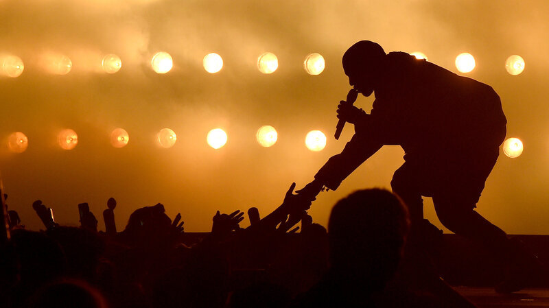 Kanye West reaching for his audience during 102.7 KIIS FM's 2015 Wango Tango in Los Angeles, May 2015. (Kevin Winter/Getty Images For 102.7 KIIS FM's Wango Tango)