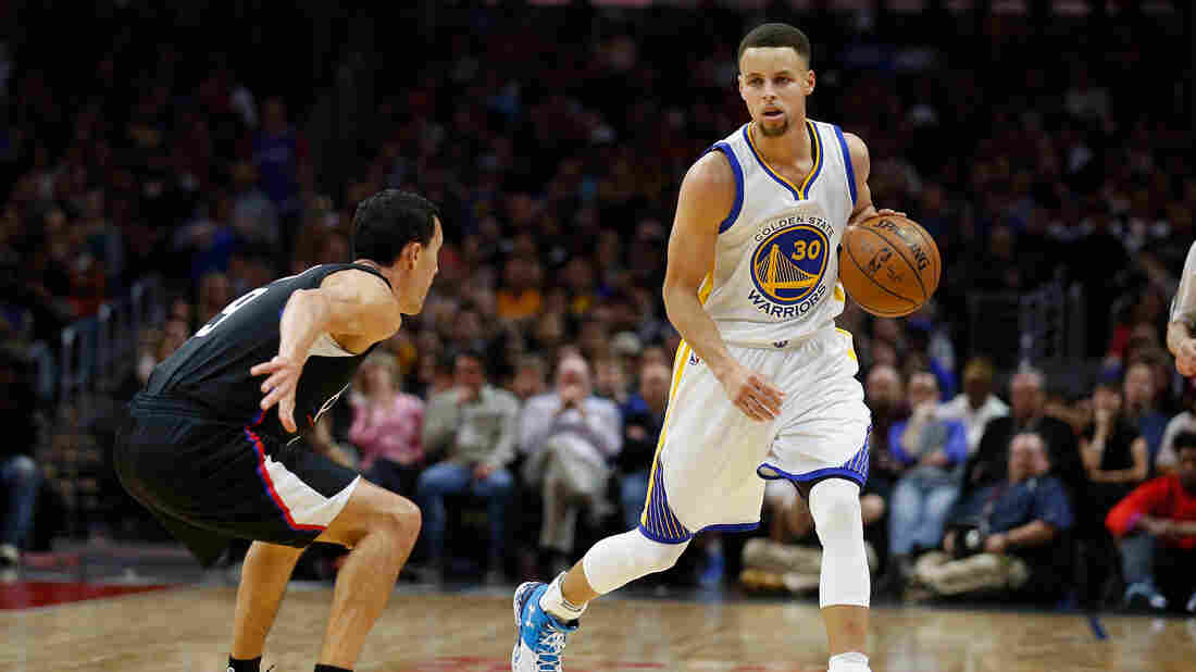 Stephen Curry (right) of the Golden State Warriors dribbles toward Pablo Prigioni of the Los Angeles Clippers during the first half of a game at Staples Center on Feb. 20.