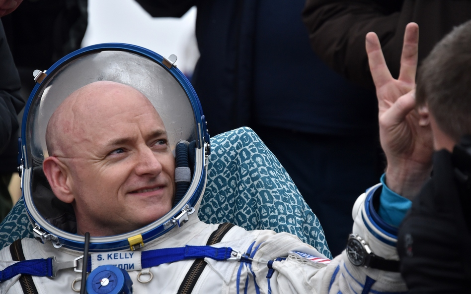 U.S. astronaut Scott Kelly shows a victory sign after landing safely on Earth after nearly a year in space. (Kirill Kudryavtsev/AFP/Getty Images)