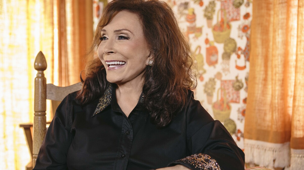 loretta lynn kentucky legend loretta lynn may not have been the first female country star to elbow her way into nashville's boys' club in the lynn's bold an available with an apple music subscription try it free.
