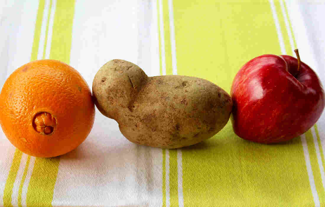 Less-than-perfect fruit and vegetables are sold at a discount under the new Produce with Personality program being piloted at five Giant Eagle stores in Pittsburgh.