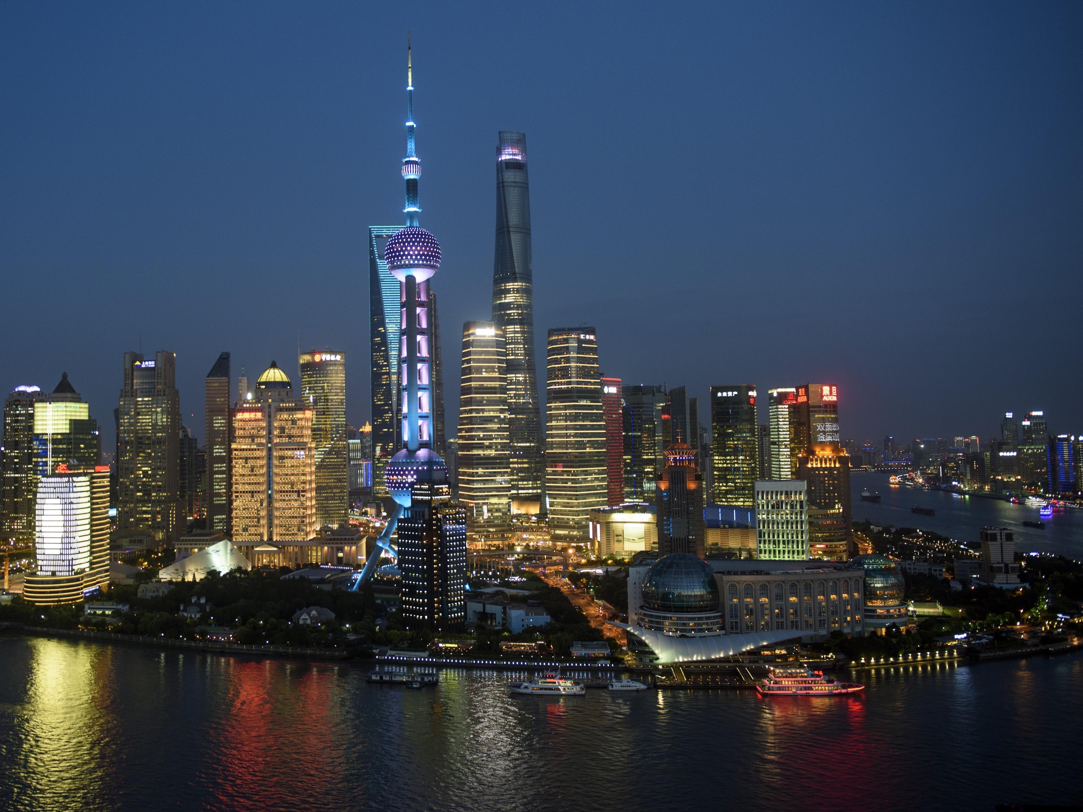 Sluggish Economy Doesn't Dampen Shanghai's Housing Prices