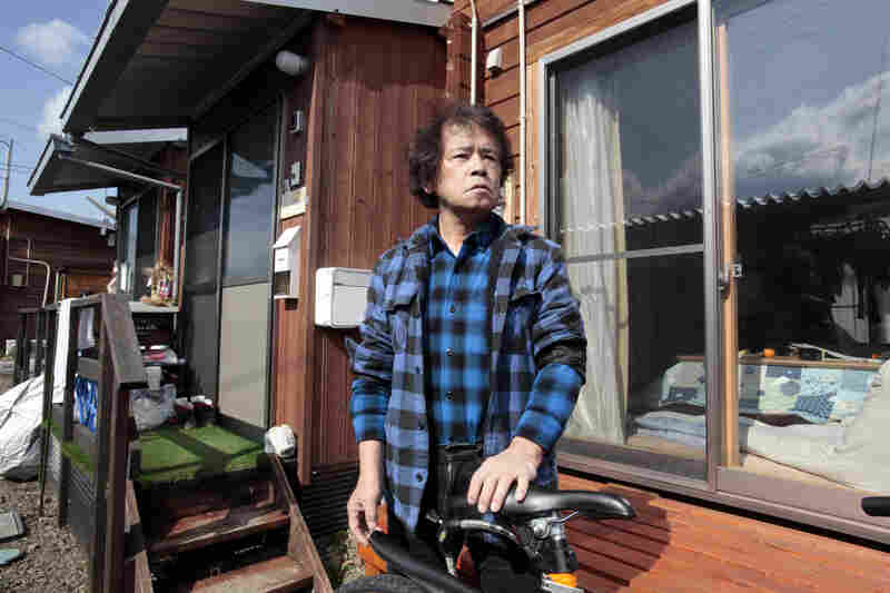 Toru Anzai, one of the evacuees from Iitate village, has been living in temporary housing for five years. He is organizing trips for kids in Fukushima to the region of Yamaguchi to detox in the clean air, as he is concerned about the health of children in Fukushima.