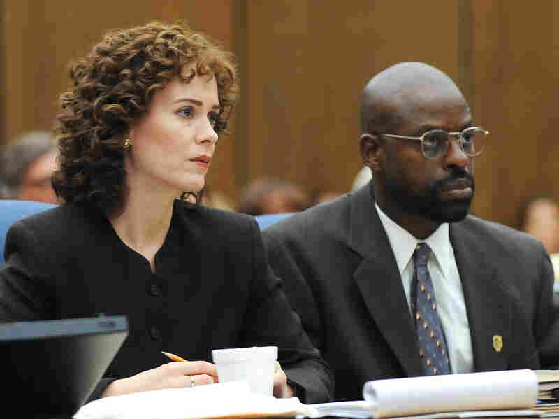 Sarah Paulson plays prosecutor a Marcia Clark and Sterling K. Brown is Christopher Darden in the FX series American Crime Story: The People vs. O.J. Simpson.