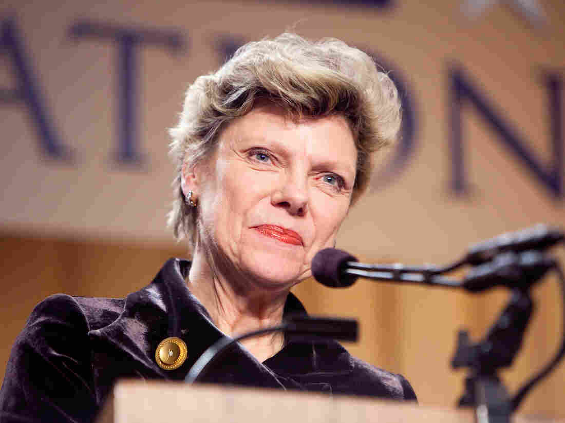 Cokie Roberts appears at the National Press Foundation's 26th annual awards dinner in 2009.