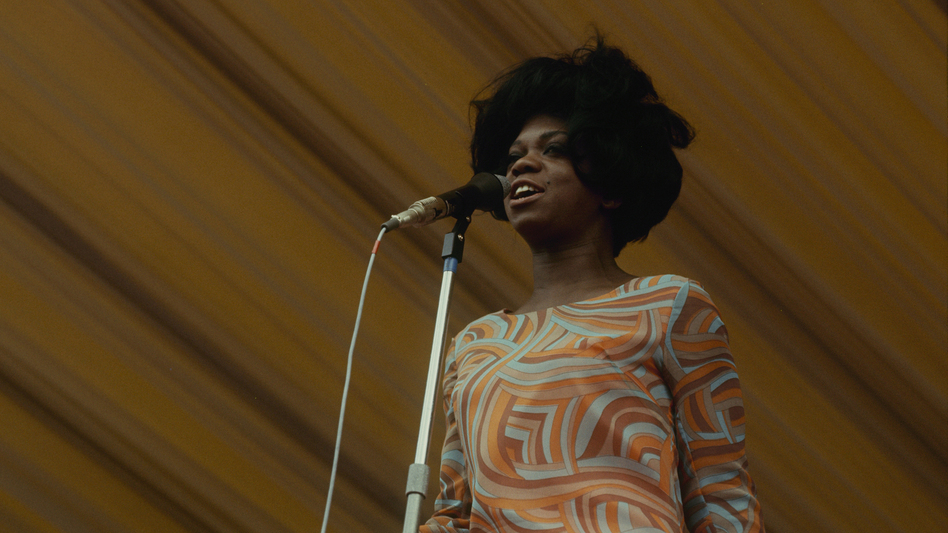 Ernestine Anderson performs at the Windsor Jazz Festival in 1966. (Redferns/Getty Images)