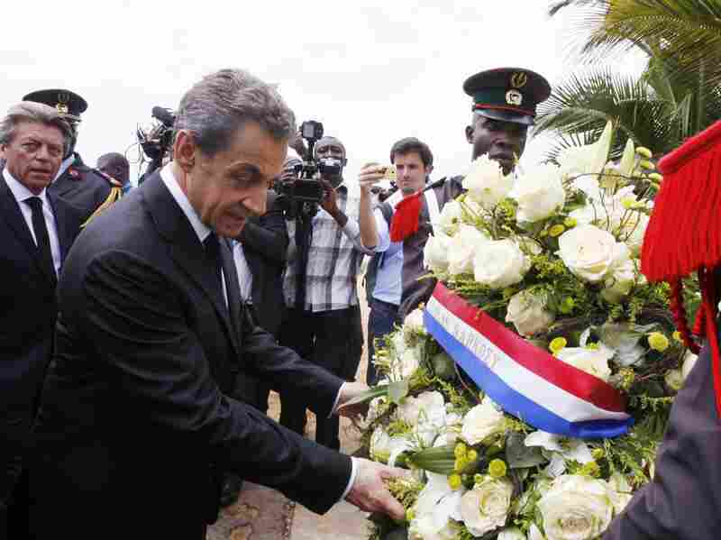 Former French president Nicolas Sarkozy lays a wreath of flowers on March 18, 2016 in homage to the victims of a jihadist attack. Sarkozy was among several dignitaries to visit.