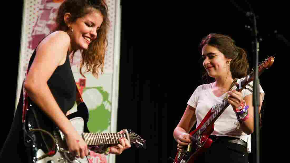 Hinds performs at the Radio Day Stage at SXSW 2016.
