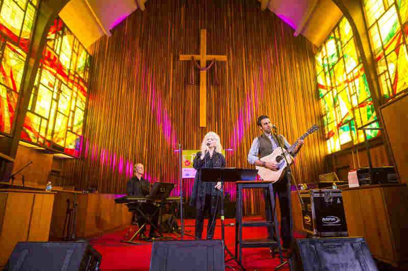 Judy Collins and Ari Hest played a stirring set at Central Presbyterian Church.