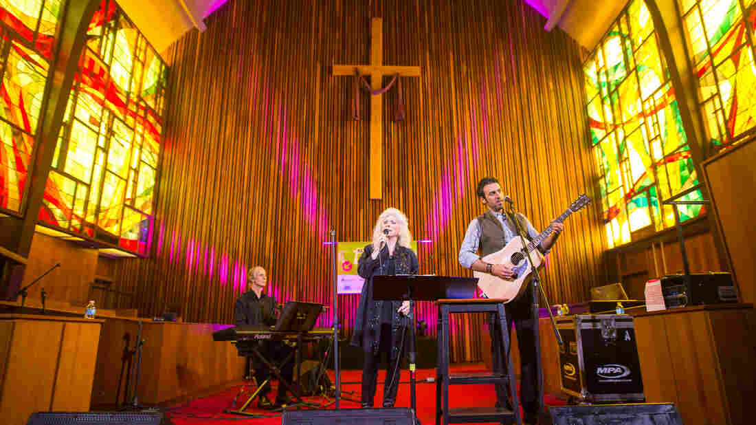 Judy Collins and Ari Hest played a stirring set at Central Presbyterian Church in Austin, Texas.