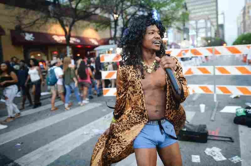 The street performer game has entered its Jheri curl phase in Austin.