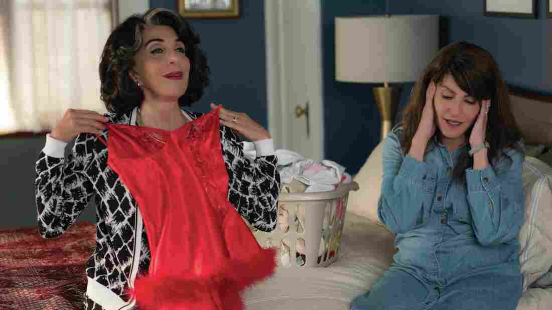 Aunt Voula (Andrea Martin) gives romantic advice to Toula (Nia Vardalos) in My Big Fat Greek Wedding 2.