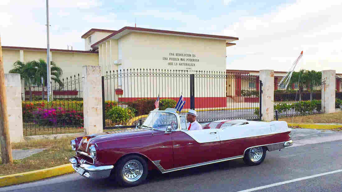 The 1955 Pontiac Star Chief convertible that ferried several journalists across Cuba throughout President Obama's trip.