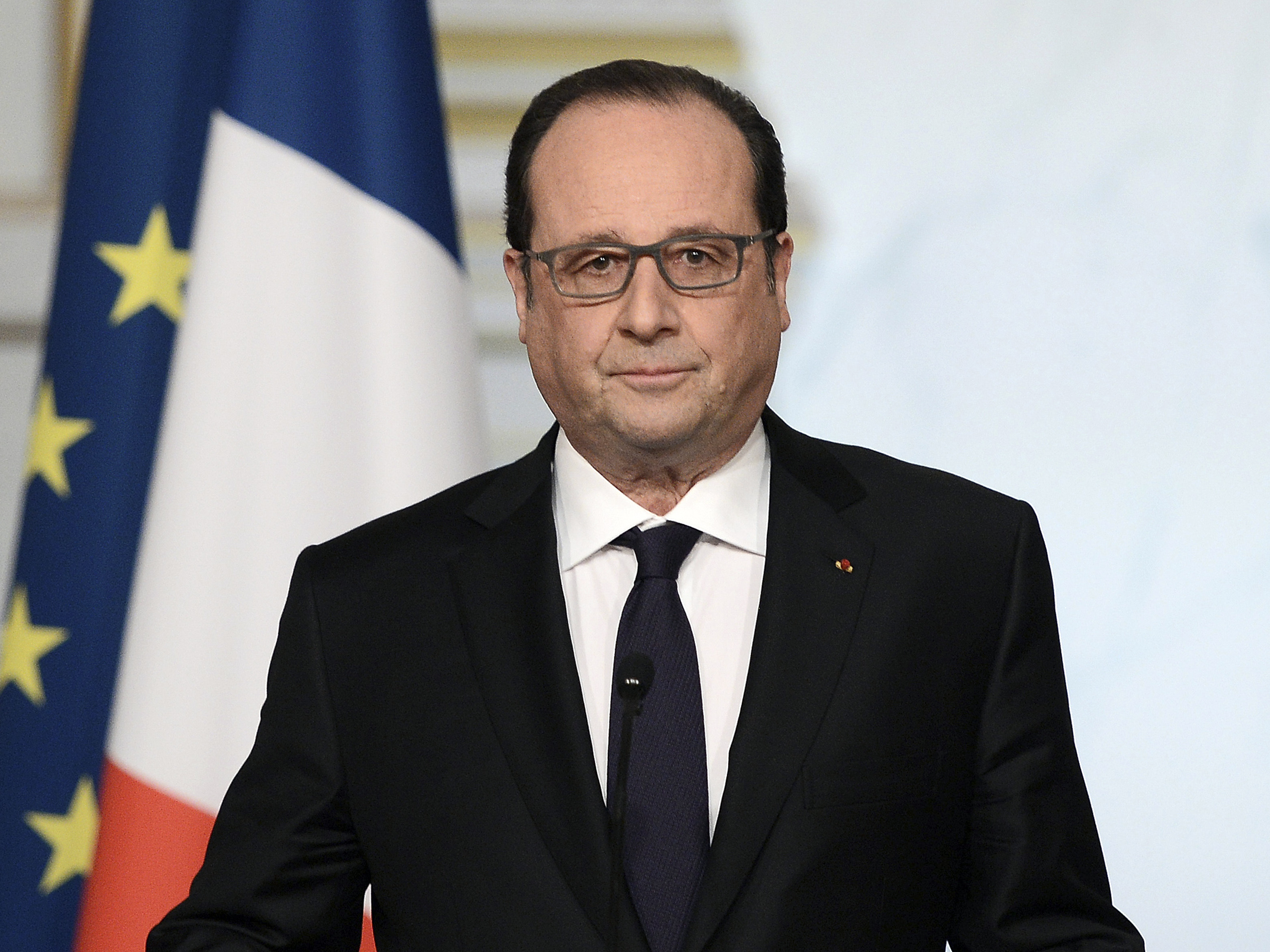 Hollande Abandons Plan To Strip Convicted Terrorists Of French Citizenship