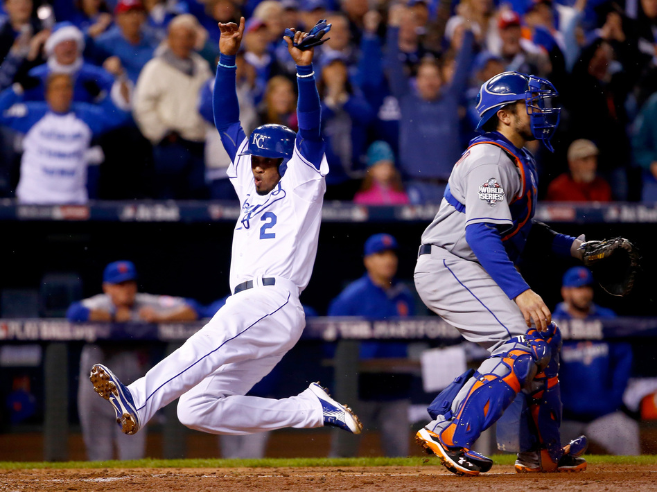 Alcides Escobar #2 of the Kansas City Royals scores a run in the fifth inning against the New York Mets in Game Two of the 2015 World Series. (Jamie Squire/Getty Images)