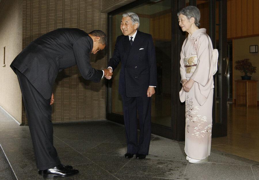 obama-bows-to-emperor_custom-2c2b76d11f8e85547b60526e1a0710a1958a19c9-s900-c85.jpg (900×626)