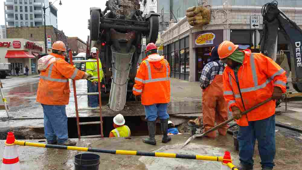 Chicago's Upgrades To Aging Water Lines May Disturb Lead Pipes