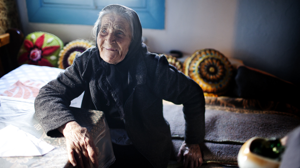 For These Greek Grandmas Helping Migrants Brings Back Their Own