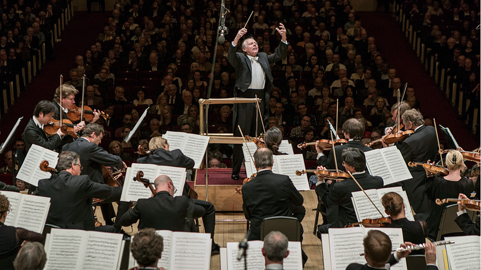 "Conductor Mariss Jansons led the Bavarian Radio Symphony Orchestra at Carnegie Hall Wednesday in Shostakovich's Symphony No. 7, ""Leningrad."""