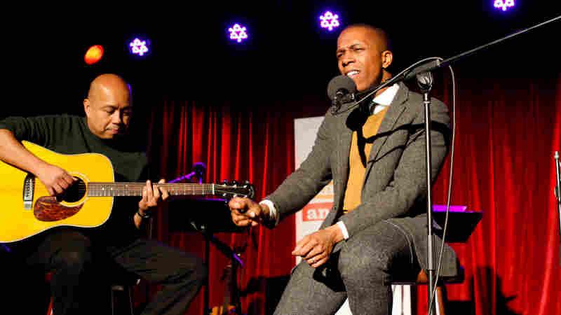 AMA Bonus: Leslie Odom Jr. Performs 'The Guilty Ones'