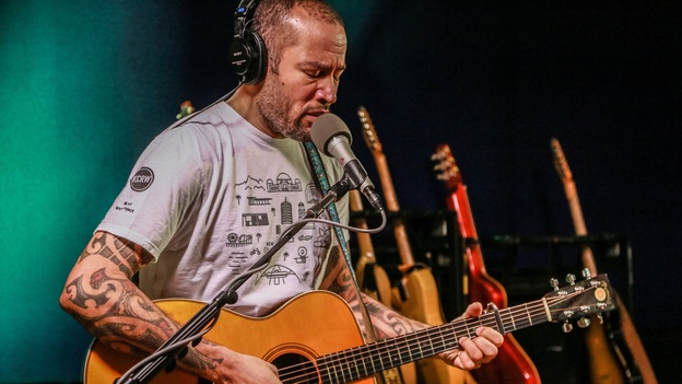 Ben Harper performs live on KCRW. (KCRW)