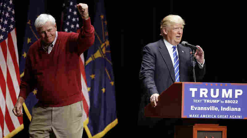 Former Indiana basketball coach Bob Knight campaigns with Republican presidential candidate Donald Trump in Evansville, Ind.
