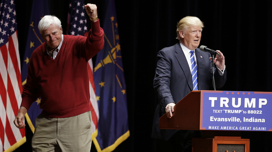 Former Indiana basketball coach Bob Knight campaigns with Republican presidential candidate Donald Trump in Evansville, Ind. (Darron Cummings/AP)