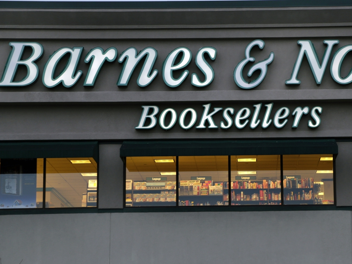 barnes amp noble founder retires leaving his imprint on 86287