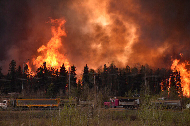Escort Fort Mcmurray >> Photos Of Fort Mcmurray Fires Canada Moves Evacuees As Wildfires