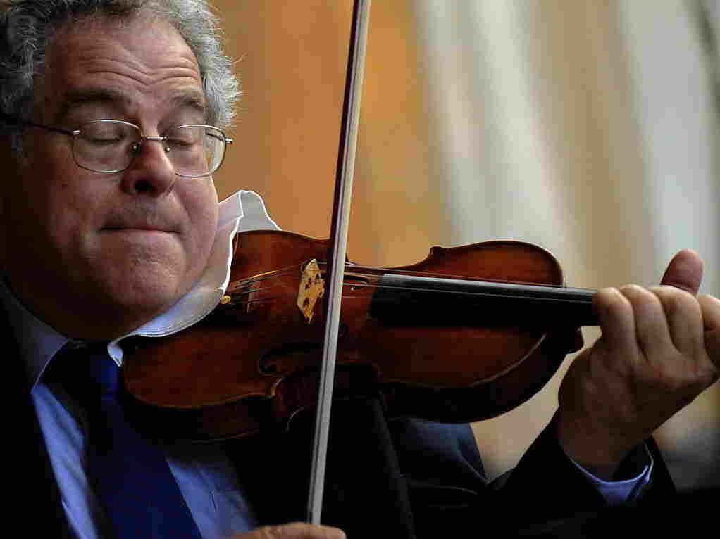 Israeli-American violinist Itzhak Perlman playing in New York in 2009.