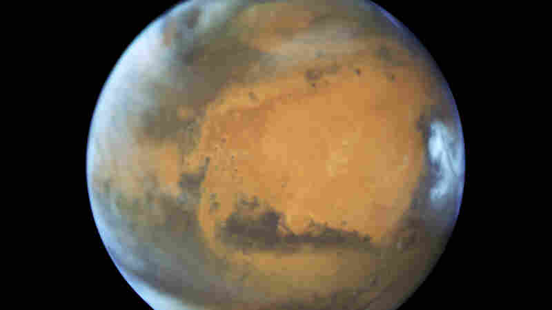 Mars Is Ready For Its Close-Up: Red Planet Easy To Spot This Weekend