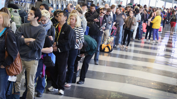 Passengers at O'Hare International Airport wait in line to be screened at a Transportation Security Administration (TSA) checkpoint. (Getty Images)