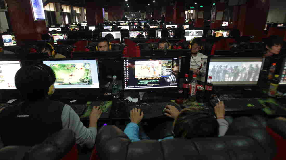 People play at an internet cafe bar in Zhengzhou, China in 2013.