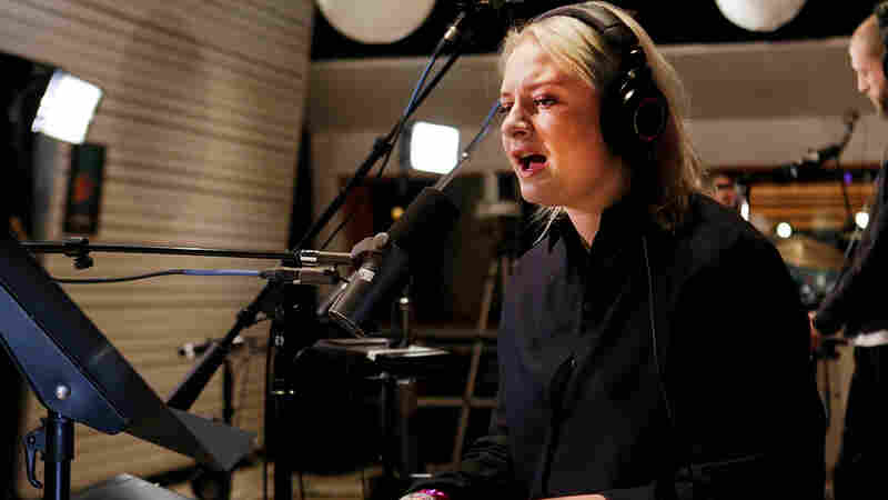 Watch Lapsley Perform 'Love Is Blind' Live In The Studio