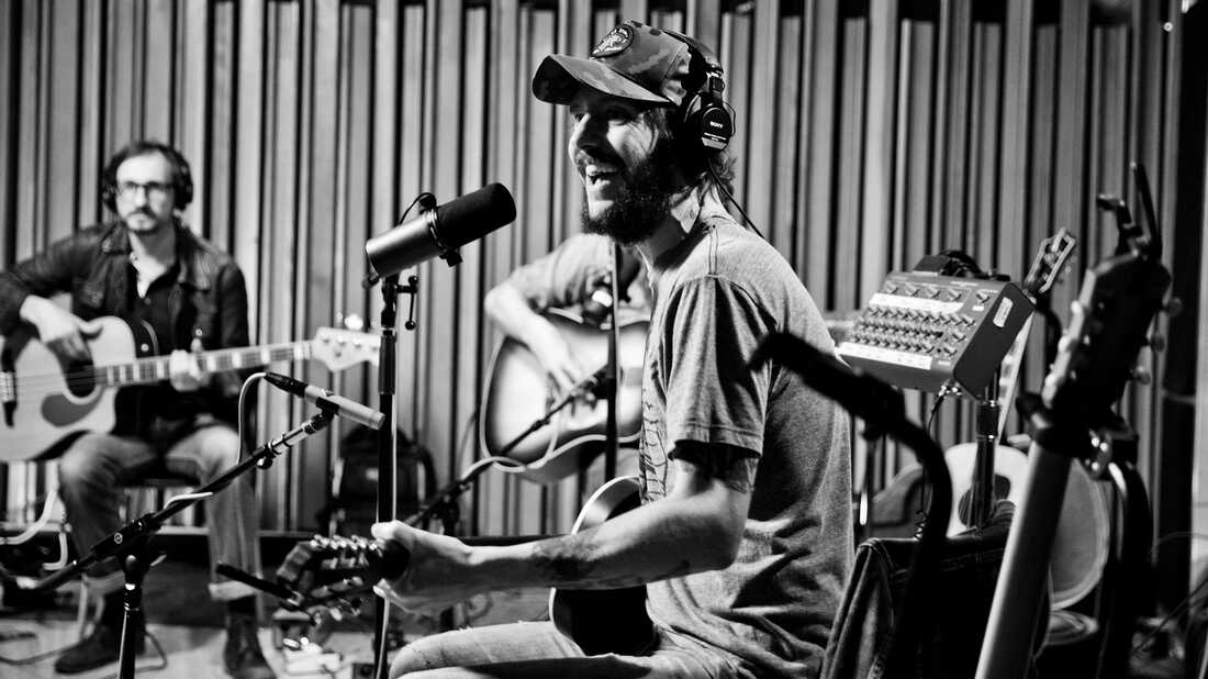 Watch Band Of Horses Perform 'Throw My Mess' Live In The Studio
