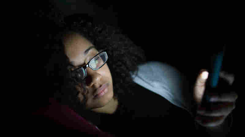 Using A Smartphone In Bed Made Women Momentarily Blind