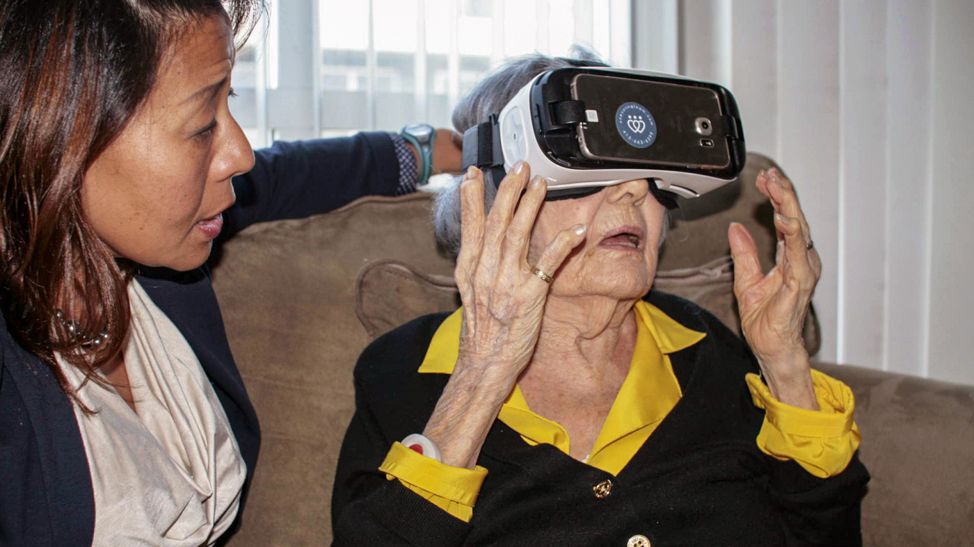 Eldely With No Fan : Virtual reality aimed at the elderly finds new fans