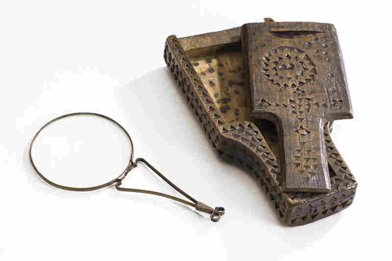 Nuremberg magnifier and wooden case. German, circa 1700. Before spectacles become easier to wear and more comfortable, hand-held models were more common than those for the face.