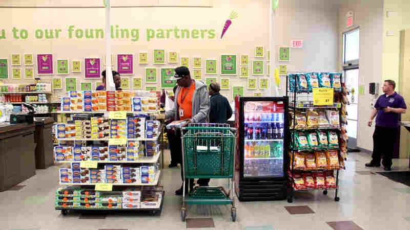 A Nonprofit Grocer Tries To Sell More Healthful Food Without Going Under