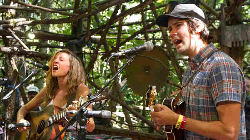 Watch Mandolin Orange Perform 'Cavalry' Live At Pickathon