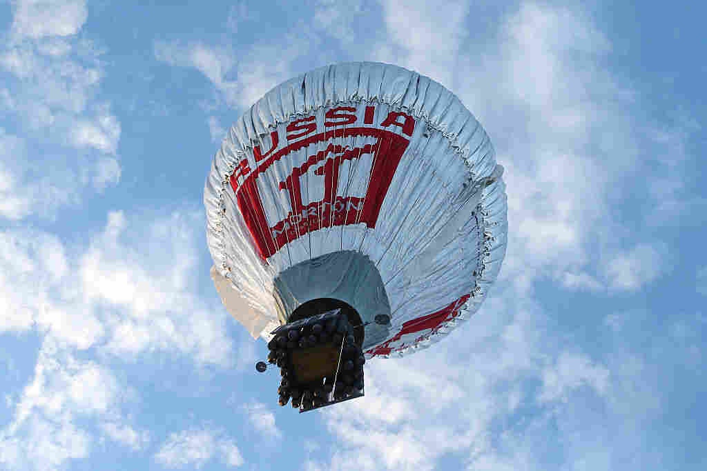Fedor Konyukhov lifts off from the Northam Aero Club.