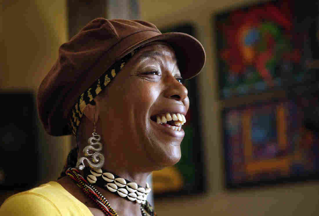 Cleo Harris, best known as Miss Cleo, the face and voice of the Psychic Friends Network television ads, in Feb. 2009 in Lake Worth, Fla., where she lived and hosted an Internet radio show.