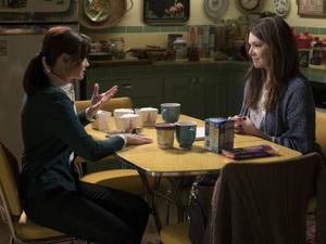 Rory Gilmore (Alexis Bledel) and Lorelai Gilmore (Lauren Graham).